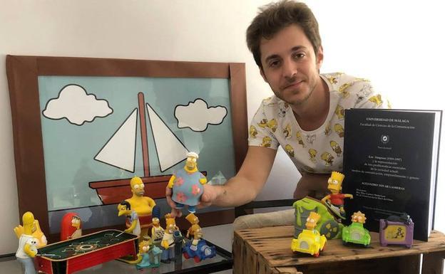 Alejandro Tovar con parte de su colección de Los Simpson